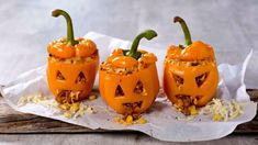 Fylt paprika til halloween Norwegian Food, Norwegian Recipes, Go For It, Pumpkin Carving, Side Dishes, Thanksgiving, Lunch, Fruit, Halloween