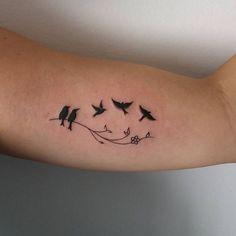 Raphael bernardi tats tattoos, dad tattoos и wrist tattoos Mother Tattoos, Dad Tattoos, Family Tattoos, Mini Tattoos, Foot Tattoos, Small Tattoos, Tatoos, Cool Wrist Tattoos, Bird Tattoo Wrist