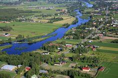 Kalajoki 2 - ilmakuva ilmavalokuva maalaismaisema Kalajoki Pitkäsenkylä maatalo maatalous joki saari jokivarsi ranta asutus omakotitalo kylätie