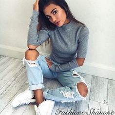 Grey sweater with holes elbows 19,90€