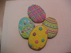 More cute and simple Springtime Easter egg cookies with flowers and plaid and stripes