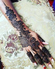 Pretty Henna Designs, Indian Henna Designs, Mehndi Designs Book, Mehndi Design Pictures, Modern Mehndi Designs, Mehndi Designs For Girls, Dulhan Mehndi Designs, Henna Tattoo Designs, Mehendi