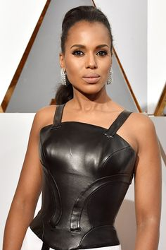Oscars 2016 Best in Beauty: Kerry Washington's makeup matched her edgy dress perfectly, with an intense smokey eye that could kill with one look. Kerry Washington Hair, George Washington, Edgy Dress, Dress Black, Blonde Bobs, Classic Beauty, Vanity Fair, Celebrity News, Celebrity Jewelry