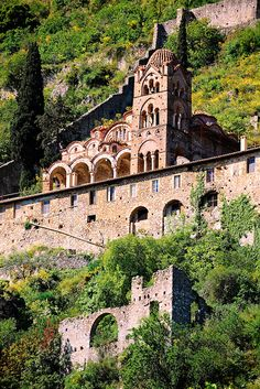 Exterior of the Byzantine Othodox monastery of Pantanassa, in Mystras town, Laconia unit, Peloponnese, a UNESCO World Heritage Site Byzantine Architecture, Historical Architecture, Myconos, Archaeological Site, Place Of Worship, Greece Travel, Greek Islands, World Heritage Sites, Places To Visit