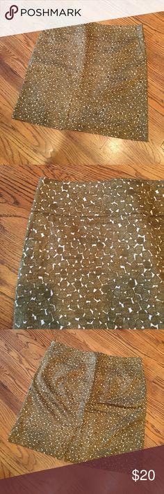 EUC Merona Skirt Beautiful side zip, fully lined Merona skirt. Merona Skirts Midi