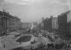 Berlin, Der lebendige Schlossplatz (während Buddelarbeiten am Begasbrunnen) mit Blick in Richtung Berliner Altstadt. Um 1920