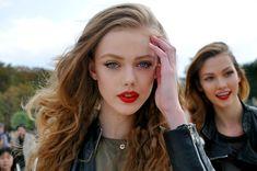Frida and Karlie. Red lips.