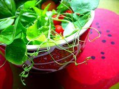Kodin Kuvalehti – Blogit | Hullun hutuntekijän teekutsut Vegetarian Food, Spinach, Vegetables, Vegetarian Cooking, Vegetable Recipes, Vegan Food, Vegetarian Meals, Veggie Food, Vegetarian Wedding Food