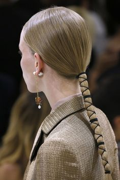 Haute Couture hairstyles - Best of Haute Couture Hairstyles – Vogue. Hair Inspo, Hair Inspiration, Pelo Editorial, Inspo Cheveux, Natural Hair Styles, Short Hair Styles, Runway Hair, London Fashion Weeks, Hair Arrange