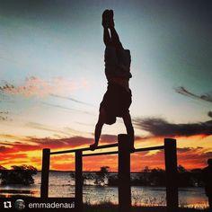 #Repost @emmadenaui   BarzPOA  - pra quem não ta pelo futebol pega o chimarrão e chega lá na Encol hoje a partir das 17h e participa!( by @adrenatv) ... Calisthenics mode on!  .  #repost #igerspoa #sunset #calistenia #igersbrasil #aov #urbanstyle #perform #BarzPOA #doleitorzh #calisteniabrasil #brskies #brcountryside #agenciapreview