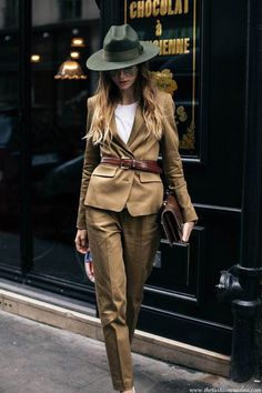 How to wear menswear for women the best way to style a mustard suit with fedora . 2017 How to wear menswear for women the best way to style a mustard suit with fedora hat 2017 - Fashiondivaly Fashion Mode, Look Fashion, Winter Fashion, Fashion Outfits, Womens Fashion, Fashion Design, Fashion Trends, Ladies Fashion, Fashion Ideas