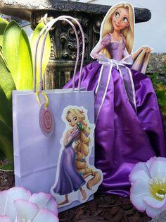 Tangled Rapunzel favor bags by JennexPartySupply on Etsy Princesa Rapunzel Disney, Rapunzel Cake, Tangled Rapunzel, Rapunzel Birthday Party, Tangled Party, Birthday Parties, Third Birthday, Baby Party, Favor Bags