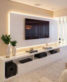 interessante pannello in sporgenza retroilluminato living room tv units Lorena Lima Tv Cabinet Design, Tv Wall Design, Modern Tv Wall Units, Modern Tv Room, Modern Living, Modern Tv Cabinet, Tv Unit Decor, Tv Wall Decor, Wall Tv