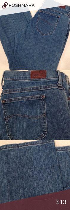 Ladies Lee Jeans size 14 short 28 inch inseam, 5 pockets,belt loops. Lee Jeans
