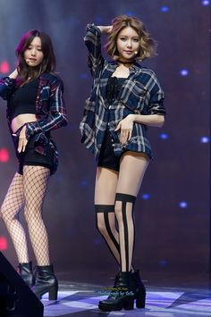 SNSD Yoona and Sooyoung rocking stockings, garters, kinky boots, overs-sized checkered shirts and so on! Yuri, Outfits Otoño, Stage Outfits, Kpop Fashion, Asian Fashion, Kpop Girl Groups, Kpop Girls, Girls Generation, Korean Girl