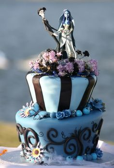 Photo of Corpse Bride Wedding Cake for fans of Wedding Cakes 32370319 Crazy Cakes, Fancy Cakes, Cute Cakes, Pretty Cakes, Beautiful Cakes, Amazing Cakes, Bolo Halloween, Halloween Cakes, Halloween Party