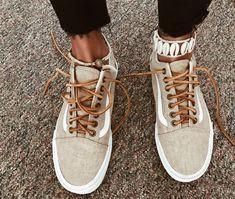 Outfits With Vans – Lady Dress Designs Sock Shoes, Cute Shoes, Me Too Shoes, Shoe Boots, Stilettos, Pumps, Heels, Tennis Shoes Outfit, Vans Shoes
