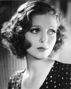 Loretta Young was the Golden Age of Hollywood, from silent movies to talkies. Truly a Hollywood beauty. (She looked like my grandmother when she was younger! I just wish those looks could've been passed down to me! Glamour Hollywoodien, Old Hollywood Glamour, Golden Age Of Hollywood, Hollywood Curls, Hollywood Star, Loretta Young, 1930s Makeup, Star Actress, Photo Portrait