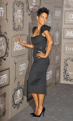 halle berry dress | -Ville's blog: HALLE BERRY WEARING A BLACK ROLAND MOURET GALAXY DRESS ...
