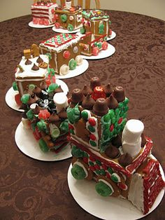 A cute Gingerbread Train! Gingerbread Houses~patterns and a tutorial Graham Cracker House, Graham Cracker Gingerbread House, Gingerbread Train, Gingerbread House Parties, Gingerbread Village, Christmas Gingerbread House, Gingerbread Cookies, Christmas Cooking, Christmas Desserts