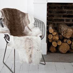 I only recently came across the Bertoia Diamond chair, but let me tell you it was love at first oogle. Designed by the Italian Harry Bertoia in these elegant pieces are made out of steel and… Home Design, Interior Design, Studio Interior, Mesa Tulip, Interior Inspiration, Design Inspiration, Scandinavia Design, Wire Chair, The Design Files