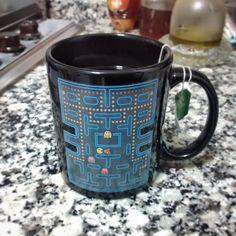 En #Instagram: Regalito de @victoriaespejo8  Nueva taza para el té . .  #cup #tea #pacman #black #love  #present http://ift.tt/1JhEEIl