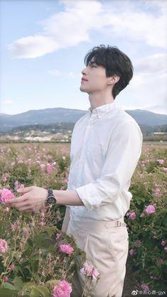 He is sooo beautiful Korean Star, Korean Men, Lee Dong Wook Goblin, Lee Dong Wook Wallpaper, Lee Dong Wok, Goblin Korean Drama, Handsome Korean Actors, Human Poses Reference, Yoo Gong