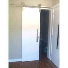 Porta de roldana banheiro. Aproveitamento de espacos
