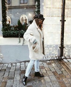 Oversized cozy winter white coat.
