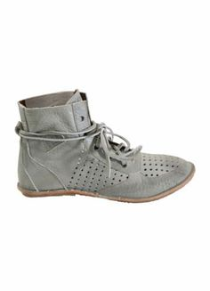 nü  - Shoe