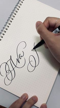 Calligraphy Course, Calligraphy Fonts Alphabet, Calligraphy Lessons, Calligraphy Tutorial, Hand Lettering Tutorial, Learn Calligraphy, Graffiti Lettering Fonts, Hand Lettering Alphabet, Creative Lettering