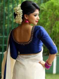 Blouse Back Neck Designs for Georgette Sarees, in this article we mention the description about thee georgette saree blouse, read it if you are interested. Kerala Saree Blouse Designs, Saree Blouse Neck Designs, Simple Blouse Designs, Designer Blouse Patterns, Trendy Sarees, Blouse Styles, Shorts, Indian Bollywood, Indian Sarees