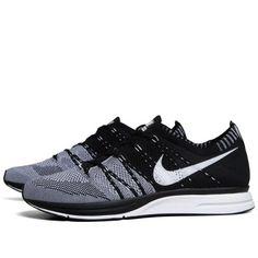 Nike Flyknit Trainer  (Black  White)