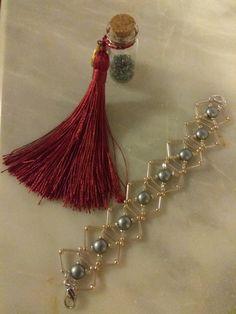 Βραχιόλι Beaded Jewelry, Jewellery, Facebook Sign Up, Tassel Necklace, Drop Earrings, Jewels, Pearl Jewelry, Schmuck, Drop Earring