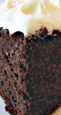 Amish Chocolate Mayo Cake with Fluffy White Frosting - Dessert Recipes Amish Recipes, Baking Recipes, Cake Recipes, Dessert Recipes, Easter Recipes, Baking Desserts, Chocolate Mayo Cake, Chocolate Recipes, Chocolate Frosting