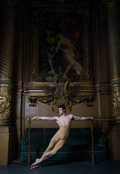 Roberto Bolle (Italian dancer, b. in Palais Garnier - photo by Julien Benhamou Dancers Body, Male Ballet Dancers, Ballet Boys, Ballet Art, Dancer Photography, Photos Originales, Dance Images, American Ballet Theatre, Nureyev