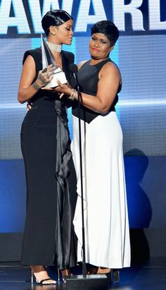 "Rihanna receiving ""Icon Award"" from her mom at American Music Awards 2013"