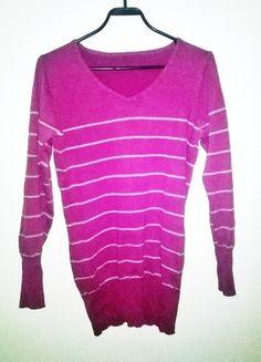 Kup mój przedmiot na #vintedpl http://www.vinted.pl/damska-odziez/swetry-z-dekoltem-v/9960098-buraczkowyfioletowy-sweter-w-szare-paski-wysylka-gratis