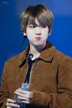 Do not mess up my tempo (whoa uh), 따라와 이건 충분히 (don't mess up my tempo baby). Baekhyun Chanyeol, Exo Chanbaek, Kim Minseok, Exo Ot12, Park Chanyeol, Kpop Exo, Park Jinyoung, Exo Lockscreen, Xiuchen
