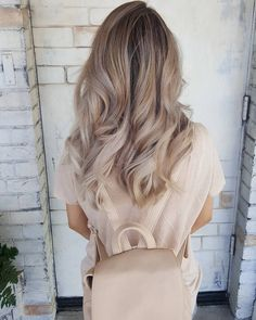 Loving these awesome curls!! These loose and perfectly waved curls are perfect for an everyday breezy look.