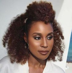 Natural hair half up half down hairstyling for black women. Pelo Natural, Natural Hair Updo, Natural Hair Care, Natural Hair Styles, Twist Hairstyles, Black Women Hairstyles, Cool Hairstyles, Wedding Hairstyles, Hairstyles Videos
