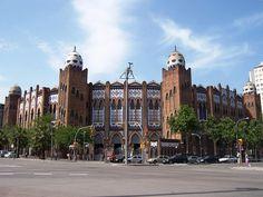 """La Plaza Monumental de Barcelona. De estilo neomudéjar y bizantino- Inaugurada en 1914 con el nombre de Plaza de El Sport, fue inmediatamente ampliada y rebautizada en 1916 con el nombre de """"Monumental"""".-  Wikipedia, la enciclopedia libre- Sergi Larripa (User:SergiL) - Trabajo propio"""