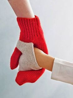 Baby Knitting Pattern Gift ideas mums will LOVE Baby Knitting Patterns, Crochet Patterns, Knit Mittens, Knitted Gloves, Baby Mittens, Mittens Pattern, Fingerless Mittens, Gifts For Mum, Mother Gifts