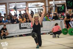 cara sigmundsdottir crossfit athlete overhead walking lunge