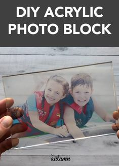 Learn how to make an acrylic photo block in ten minutes! Easy and unique DIY gift idea for Mother's Day, Father's Day. You can make this cute acrylic photo block in about ten minutes! Diy Photo, Photo Craft, Cool Diy, Foto Transfer, Transfer Printing, Easy Handmade Gifts, Easy Gifts, Handmade Crafts, Creative Gifts