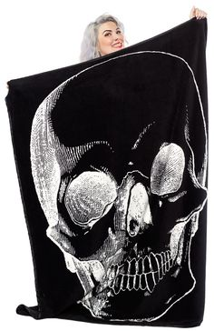 Sourpuss | Giant Skull Blanket