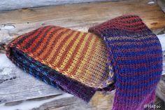 Wool striped scarf of Puro yarn.
