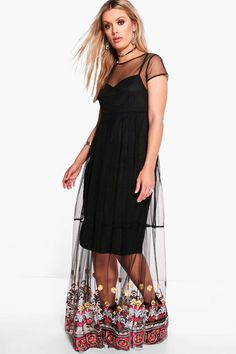 Dresses are the most-wanted wardrobe item for day-to-night dressing.   From cool-tone whites to block brights, we've got the everyday skater dresses and party-ready bodycon styles that are perfect for transitioning from day to play. Minis, midis and maxis are our motto, with classic jersey always genius and printed cami dresses the season's killer cut - add skyscraper heels for a serioulsy statement look. Dress up or down in style with boohoo.