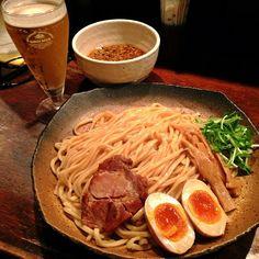 味玉つけ麺&ミニビール(๑˃̶̀⌄˂̶́๑) 仕事で遅くなったらつけ麺に麦のご褒美♫うさぎのつけ麺美味いなー!炙りチャーシューも割りスープもいい感じ(^з^)
