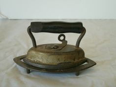 ANTIQUE, CAST IRON, DOVER DOLLY IRON, WITH TRIVET; 3 PIECE; MINT CONDITION; USA | eBay